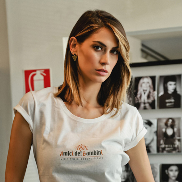 Melissa Satta makes a call to help children and mums